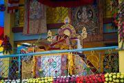 Его Святейшество Далай-лама обращается к слушателям на третий день учений в Салугаре. Западная Бенгалия, Индия. 29 марта 2013 г. Фото: Тензин Чойджор (офис ЕСДЛ).