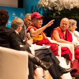 Далай-лама принял участие в конференции «Как жить и умереть в мире» в университете Лозанны