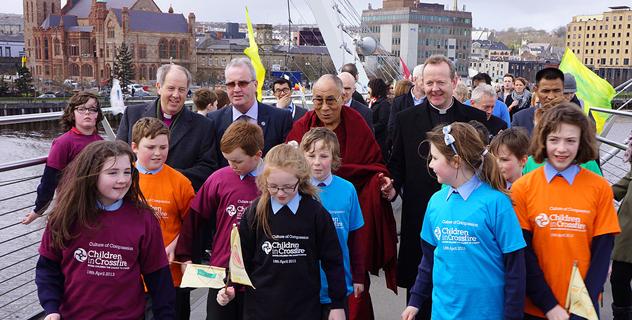 В Дерри Далай-лама говорил о мире, воспитании сердца и сострадании