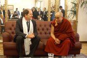 Его Святейшество Далай-лама и президент автономной провинции Тренто Альберто Пакер. Тренто, Италия. 11 апреля 2013 г. Фото: Джереми Рассел (офис ЕСДЛ)