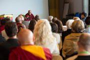 """Его Святейшество Далай-лама обращается к участникам Второй европейской конференции по буддизму в центре """"Фрайберг Форум"""". Фрайберг, Швейцария. 12 апреля 2013 г. Фото: Manuel Bauer"""