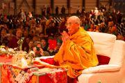 Его Святейшество Далай-лама проводит подготовительные ритуалы перед посвящением Белой Тары. Фрайбург, Швейцария. 14 апреля 2013 г. Фото: Manuel Bauer