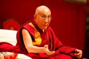 Его Святейшество Далай-лама во время лекции о светской этике. Фрайбург, Швейцария. 14 апреля 2013 г. Фото: Manuel Bauer