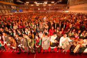 Более восьми тысяч тибетцев, живущих в Швейцарии, собрались на встречу с Его Святейшеством Далай-ламой. Фрайбург, Швейцария. 14 апреля 2013 г. Фото: Manuel Bauer