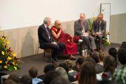 Его Святейшество Далай-лама выступает в Бернском университете. Берн, Швейцария. 16 апреля 2013 г. Фото: Manuel Bauer