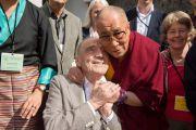 Его Святейшество Далай-лама и Жак Кун, принимавший деятельное участие в создании Тибетского института. Рикон, Швейцария. 17 апреля 2013 г. Фото: Manuel Bauer