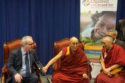 Его Святейшество Далай-лама говорит о воспитании сердца в школе Св. Иосифа. Дерри, Северная Ирландия. 18 апреля 2013 г. Фото: Джереми Рассел (офис ЕСДЛ)