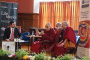 Его Святейшество Далай-лама говорит о философии мира и конфликта в Ольстерском университете. Дерри, Северная Ирландия. 18 апреля 2013 г. Фото: Джереми Рассел (офис ЕСДЛ)