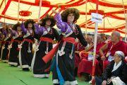 Выступление танцевального коллектива на праздновании 50-летия Центральной тибетской школы в Далхузи. Штат Химачал-Прадеш, Индия. 28 апреля 2013 г. Фото: Тензин Чойджор (офис ЕСДЛ)