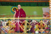 Его Святейшество Далай-лама обращается с речью к присутствующим на праздновании 50-летия Центральной тибетской школы в Далхузи. Штат Химачал-Прадеш, Индия. 28 апреля 2013 г. Фото: Тензин Чойджор (офис ЕСДЛ)