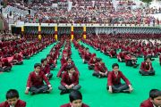 Ученики средней школы Далхузи слушают Его Святейшество Далай-ламу. Штат Химачал-Прадеш, Индия. 28 апреля 2013 г. Фото: Тензин Чойджор (офис ЕСДЛ)