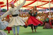 Выступление танцевального коллектива Тибетского института исполнительских искусств на праздновании 50-летия Центральной тибетской школы в Далхузи. Штат Химачал-Прадеш, Индия. 28 апреля 2013 г. Фото: Тензин Чойджор (офис ЕСДЛ)