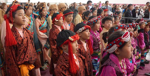 В Мэдисоне Его Святейшество Далай-лама даровал учения, обратился к местной тибетской общине и посетил парламент штата Висконсин