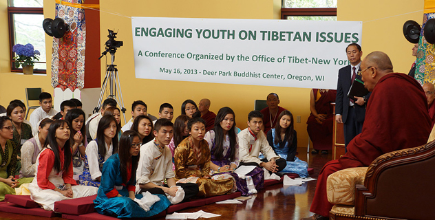 Перед отъездом из Мэдисона в Новый Орлеан Его Святейшество Далай-лама встретился с китайскими и тибетскими студентами