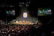 Более 4800 человек пришли на межрелигиозную встречу с участием Его Святейшества Далай-ламы в университете Портленда. Штат Орегон, США. 9 мая 2013 г. Фото: Дон Фарбер.