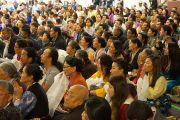 Члены тибетского сообщества слушают Его Святейшество Далай-ламу в Северо-восточной тибетской культурной ассоциации. Портленд, штат Орегон, США. 12 мая 2013 г. Фото: Джереми Рассел (офис ЕСДЛ)