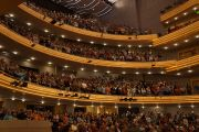 """В центре Overture Center состоялась конференция """"Измени свой ум, измени мир"""" с участием Его Святейшества Далай-ламы и ученых. Мэдисон, штат Висконсин, США. 15 мая 2013 г. Фото: Джереми Рассел (офис ЕСДЛ)."""