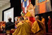 "Его Святейшество Далай-лама дарует учения в центре ""Эллиент энерджи"". Мэдисон, штат Висконсин, США. 14 мая 2013 г. Фото: Шераб Лхацанг."