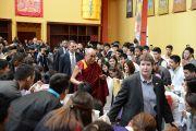 Его Святейшество Далай-лама прибыл на встречу с тибетскими студентами. Мэдисон, штат Висконсин, США. 16 мая 2013 г. Фото: Шераб Лхацанг