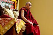 Его Святейшество Далай-лама на встрече с тибетскими студентами. Мэдисон, штат Висконсин, США. 16 мая 2013 г. Фото: Тензин Валег