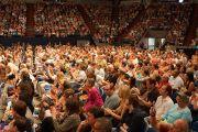 """Более восьми тысяч человек собрались на стадионе """"Лэйкфрант Арена"""" в Новоорлеанском университете, чтобы послушать Его Святейшество Далай-ламу. Новый Орлеан, штат Луизиана, США. 18 мая 2013 г. Фото: Джереми Рассел (офис ЕСДЛ)"""