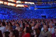 Послушать Его Святейшество Далай-ламу в Yum Center пришли более пятнадцати тысяч человек пришли. Луисвилль, штат Кентукки, США. 19 мая 2013 г. Фото: Джереми Рассел (офис ЕСДЛ)