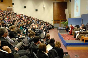 """В Данидине Его Святейшество Далай-лама встретился со студентами и провел публичную беседу на тему """"Этика для всего мира"""""""