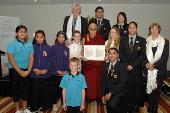 """В Городе мира Окленде Его Святейшество Далай-лама провел несколько встреч и прочел лекцию """"Путь к счастью"""""""