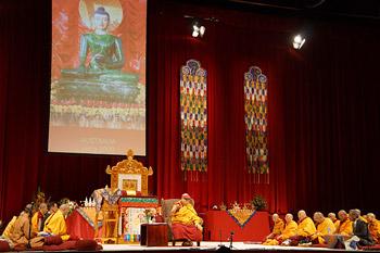 """В Сиднее прошел первый день учений Его Святейшества Далай-ламы по тексту """"Драгоценный светильник: хвала бодхичитте"""""""