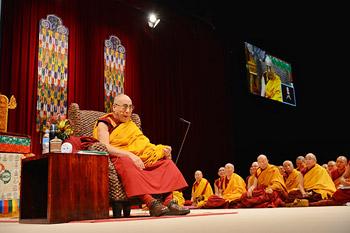 """В Сиднее прошел второй день учений Его Святейшества Далай-ламы по тексту """"Драгоценный светильник: хвала бодхичитте"""""""