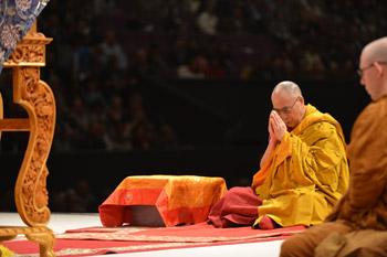 """В Сиднее Его Святейшество Далай-лама завершил учения по тексту """"Драгоценный светильник: хвала бодхичитте"""""""