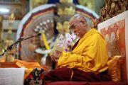 Его Святейшество Далай-лама в первый день учений, которые он дарует по просьбе группы буддистов из Индии. Дхарамсала, штат Химачал-Прадеш, Индия. 1 июня 2013 г. Фото: Абхишек Мадхукар