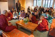 Его Святейшество Далай-лама встречается с представителями местных тибетской и бутанской общин. Крайстчерч, Новая Зеландия. 9 июня 2013 г. Фото: Джереми Рассел (офис ЕСДЛ)