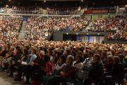 """На учения Его Святейшества Далай-ламы на стадионе """"CBS Canterbury"""" собрались 2300 человек. Крайстчерч, Новая Зеландия. 9 июня 2013 г. Фото: Джереми Рассел (офис ЕСДЛ)"""
