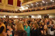 """Более 2100 человек посетили публичную лекцию Его Святейшества Далай-ламы в мэрии Данидина, где проходила лекция Его Святейшества Далай-ламы """"Этика для всего мира"""". Данидин, Новая Зеландия. 11 июня 2013 г.Фото: Джеки Уокер."""