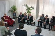 Встреча Его Святейшества Далай-ламы с членами парламентской группы в поддержку Тибета и членами австралийского совета по вопросам Тибета. Сидней, Австралия. 16 июня 2013 г. Фото: Джереми Рассел (офис ЕСДЛ)
