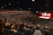 Одиннадцать тысяч человек собрались в сиднейском Центре развлечений на лекцию Его Святейшества Далай-ламы о светской этике. Сидней, Австралия. 16 июня 2013 г. Фото: Rusty Stewart/DLIA 2013