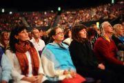 """Во время учений Его Святейшества Далай-ламы по произведению """"Драгоценный светильник: хвала бодхичитте"""" Куну Ринпоче в сиднейском Центре развлечений. Сидней, Австралия. 14 июня 2013 г. Фото: Rusty Stewart/DLIA 2013"""