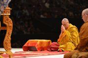Третий день учений Его Святейшества Далай-ламы, подготовительные ритуалы перед дарование обетов бодхисаттвы. Сидней, Австралия. 15 июня 2013 г. Фото: Rusty Stewart/DLIA 2013