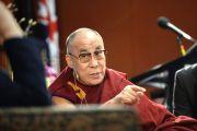 """Его Святейшество Далай-лама выступает во время беседы """"Этика для всего мира"""", организованной сиднейским Фондом мира. Сидней, Австралия. 18 июня 2013 г. Фото: Rusty Stewart/DlIA 2013"""