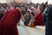 Его Святейшество Далай-лама на встрече с представителями местных сообществ тибетцев, монголов, бутанцев и шерпов в храме Куан Мин. Мельбурн, Австралия. 19 июня 2013 г. Фото: Джереми Рассел (офис ЕСДЛ)