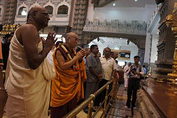 Его Святейшество Далай-лама призвал молодых людей проявлять сострадание