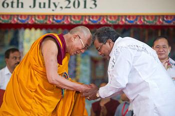 Тысячи людей собрались в Билакуппе, чтобы отпраздновать семьдесят восьмой день рождения Его Святейшества Далай-ламы