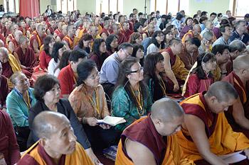 Его Святейшество Далай-лама начал даровать учения в Хунсуре