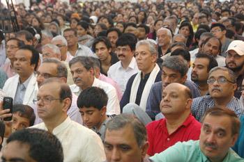 Далай-лама и Дада Васвани: секуляризм учит равному уважению ко всем религиям