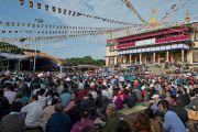 Тысячи человек собрались на празднование дня рождения Его Святейшества Далай-ламы в монастыре Сера Чже. Билакуппе, Карнатака, Индия. 6 июля 2013 г. Фото: Тензин Чойджор (офис ЕСДЛ)