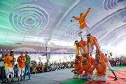 На праздничном концерте в честь дня рождения Его Святейшества Далай-ламы в монастыре Сера Чже были исполнены традиционные индийские танцы. Билакуппе, Карнатака, Индия. 6 июля 2013 г. Фото: Тензин Чойджор (офис ЕСДЛ)