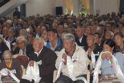 Пожилые тибетцы ожидают благословения Его Святейшества Далай-ламы во время церемонии открытия нового здания тибетского кооперативного общества Лугсам в Билакуппе.  Карнатака, Индия. 11 июля 2013 г. Фото: Тензин Такла (офисе ЕСДЛ)