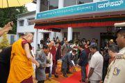 Его Святейшество Далай-лама принял участие в торжественной церемонии открытия нового здания тибетского кооперативного общества Лугсам во время восьмидневного визита в тибетское поселение Билакуппе. Карнатака, Индия. 11 июля 2013 г. Фото: Тензин Такла (офисе ЕСДЛ)