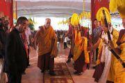 Его Святейшество Далай-лама прибыл в тантрический монастырь-университет Гьюдмед, чтобы даровать двухдневные учения по махамудре. Хунсур, Карнатака, Индия. 14 июля 2013 г. Фото: Тензин Такла (офис ЕСДЛ)